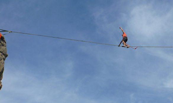 Highline au festival Cirque et Mer de Plougrescrant